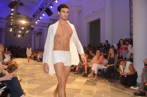 Desfile de Virtudes Langa en Valencia Fashion Week XVII