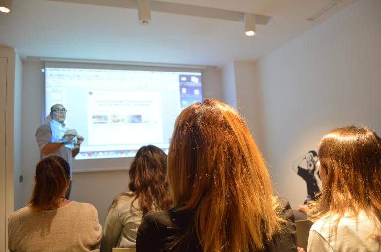 Iván Burgos presentando #NikonRetoBloggers