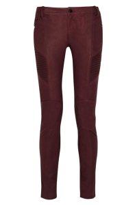 Pantalones de cuero, de Pierre Balmain color marsala (1.345 €).