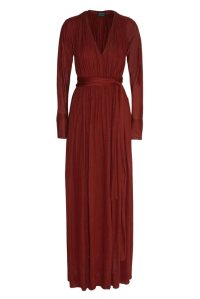 Vestido largo, de Lanvin color marsala (2.795 €).