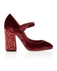Zapatos con tacón joya, de Dolce & Gabbana color marsala (695 €).